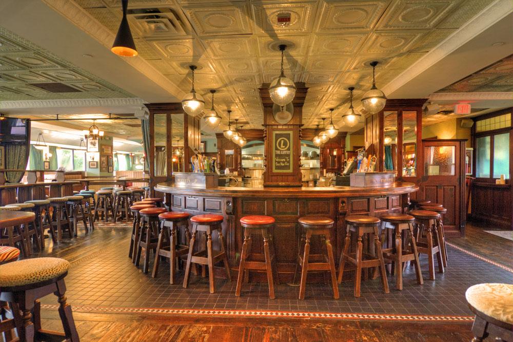 Holiday inn bar fitter ol irish pubs irish pub company for Irish pub decorations home