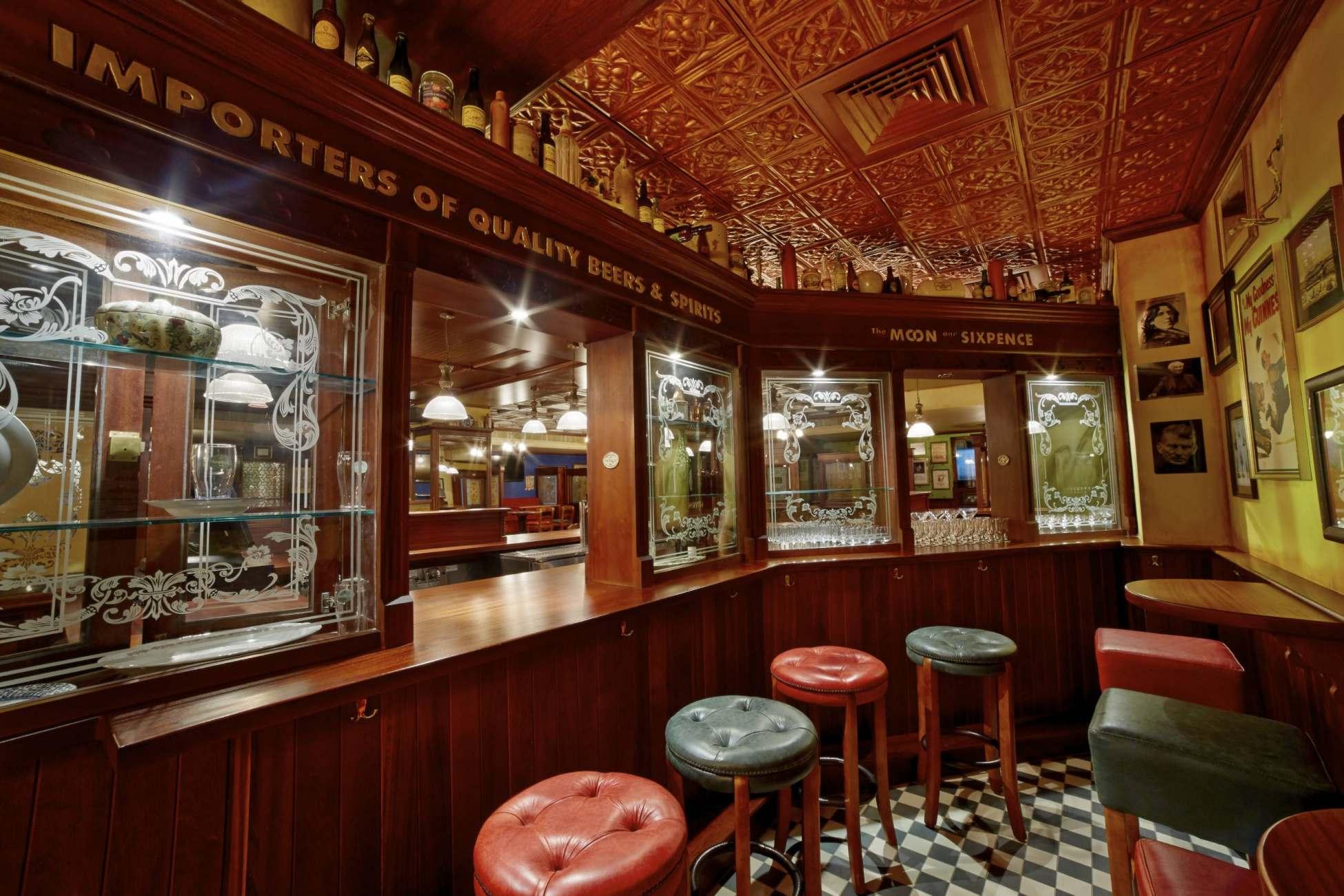 irish pub interior ol irish pubs irish pub company and irish pub design ol irish pubs. Black Bedroom Furniture Sets. Home Design Ideas